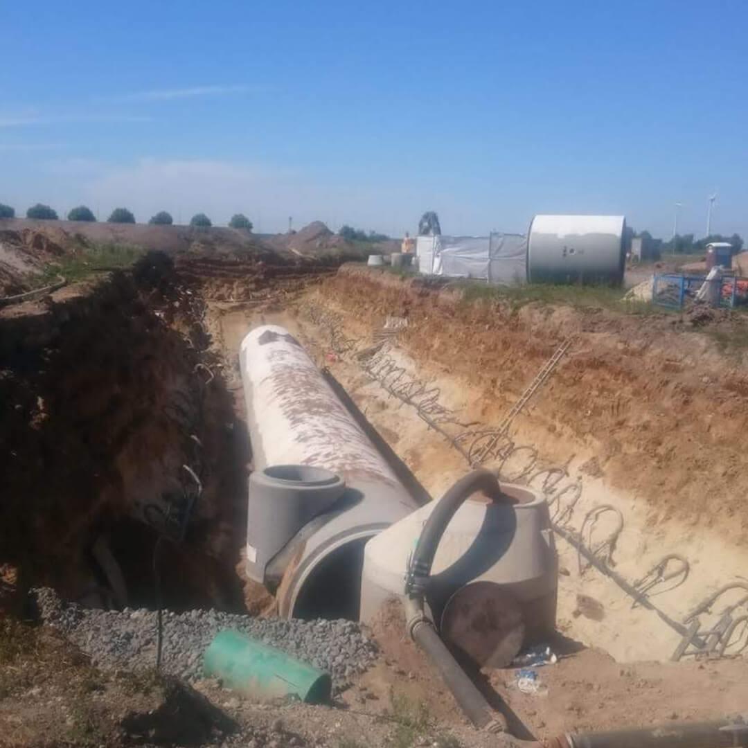 Es geht voran. Die Kanalisation wird fertiggestellt.