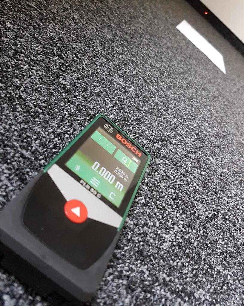 Der Laser-Entfernungsmesser im Einsatz