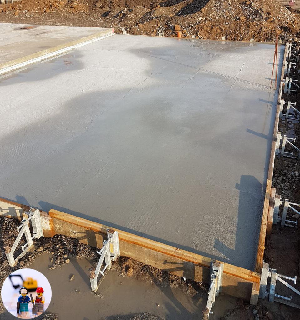 Die Bodenplatte der Garage wurde fertig gegossen