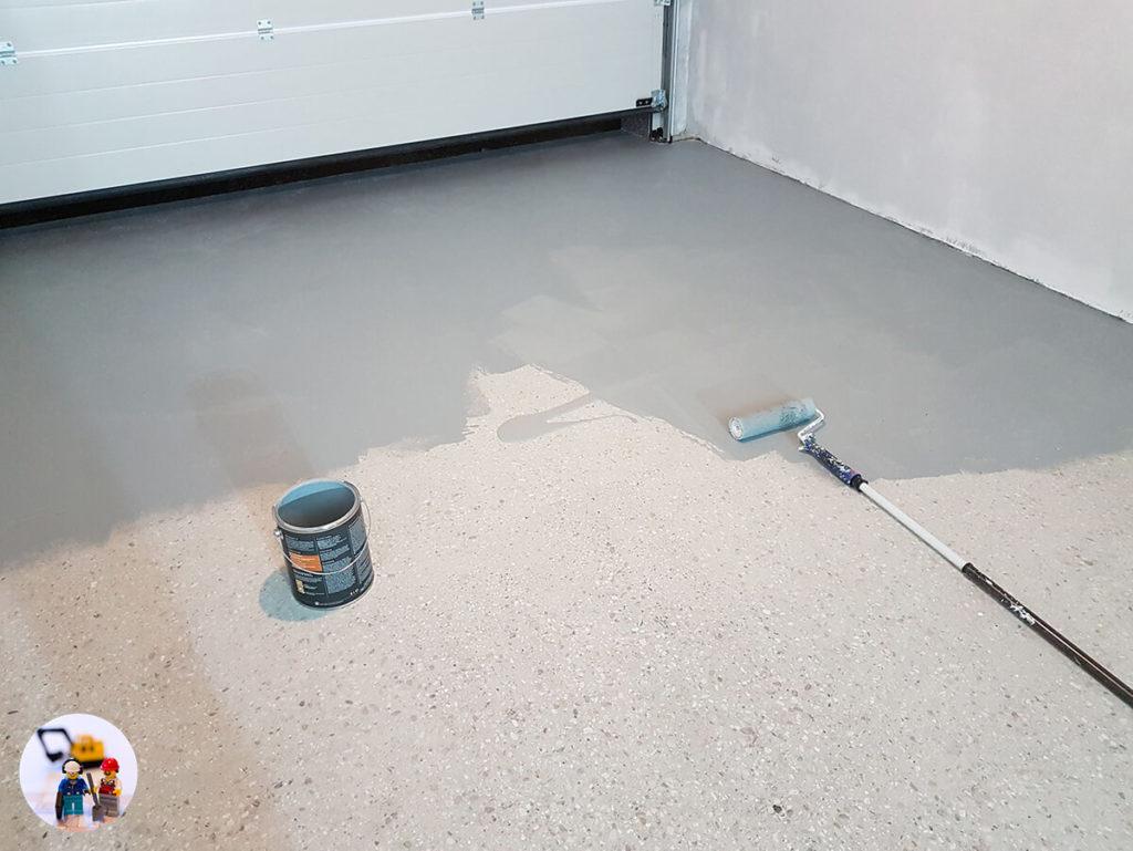 Fußboden Garage beschichten - Erster Anstrich