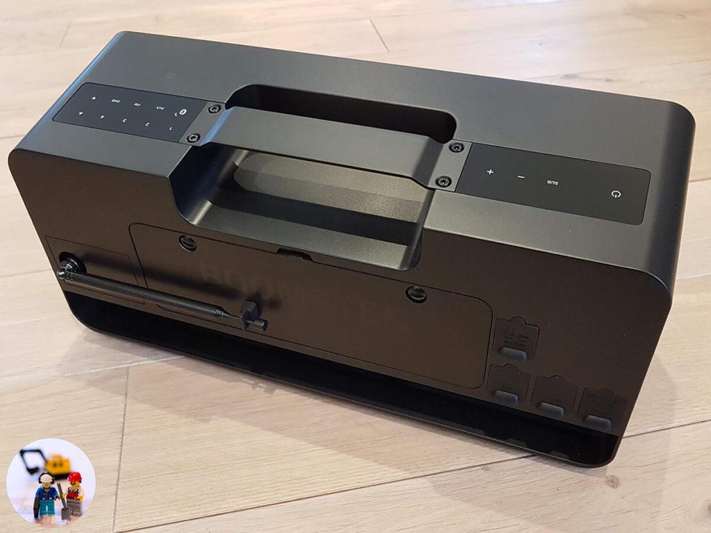 Teufel Boomster im Test - Rückseite mit Antenne Akku und Anschlüssen